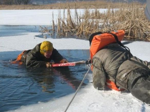 На Черкащині двоє хлопців витягли з крижаної води жінку