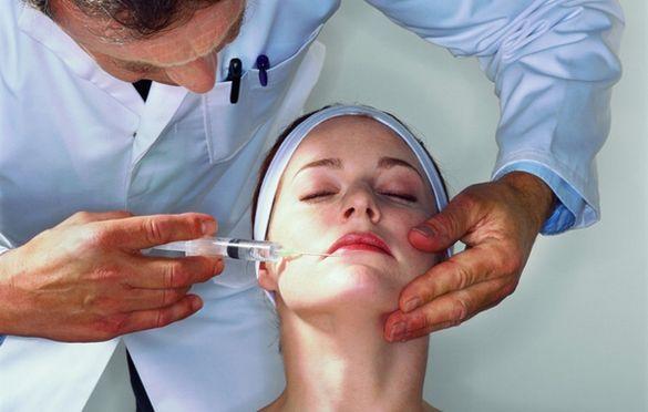 Будні черкаського пластичного хірурга: збільшити груди, скорегувати ніс та підтягнути повіки