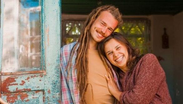 Пара із Києва покинула домівку, переїхала в черкаське село та відкрила екоферму