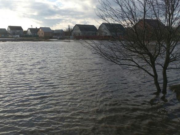 На Черкащину прийшла велика вода: повінь стрімко залила вулиці (ФОТО)