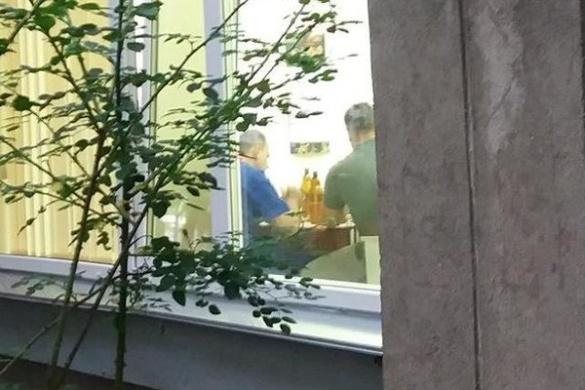 Відпочинок на роботі: у Черкасах стоматологи у робочий час розпивали алкоголь (ФОТО)
