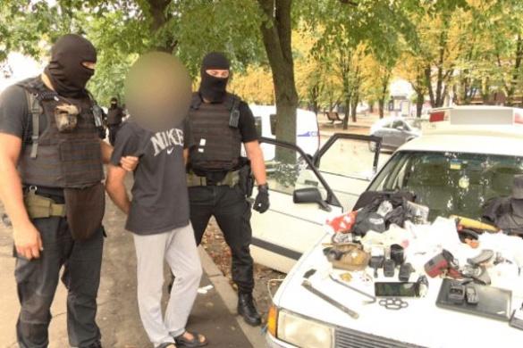 У центрі Черкас правоохоронці феєрично розібралися із криміналом та звільнили жінку із полону (ВІДЕО)