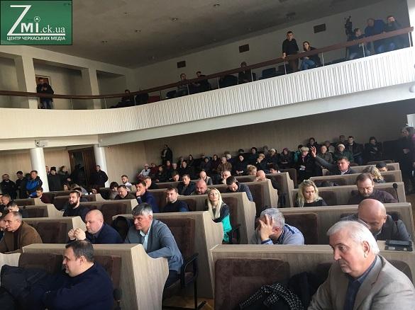 Мера Черкас депутати вирішили не преміювати