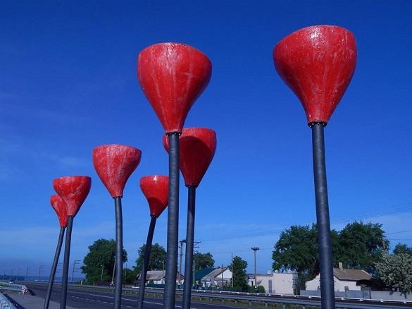 На оглядовому майданчику за 9 мільйонів на черкаській дамбі вже облізла фарба (ФОТО)