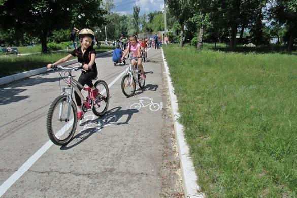 Уздовж набережної в Каневі облаштували велодоріжку