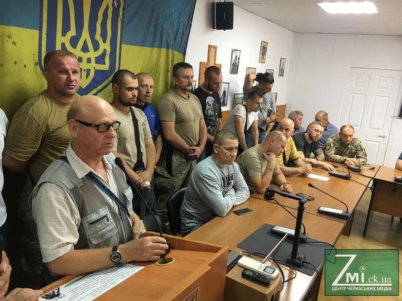 На зустріч з черкаськими перевізниками прийшли обурені незрячі містяни (ФОТО)