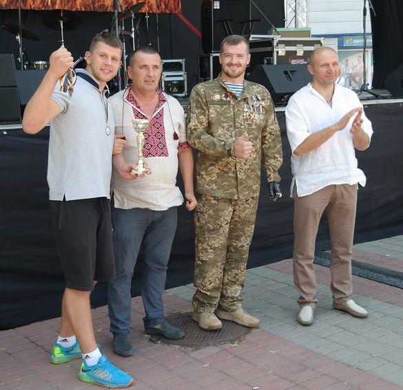 АТОвець вручав нагороди черкащанам разом із міським головою (ФОТО)