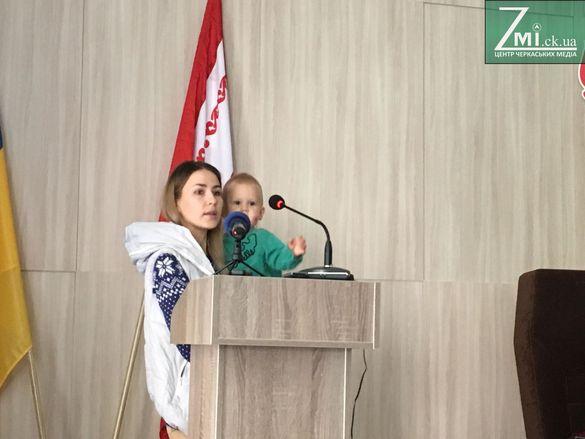 До черкаських депутатів прийшли мами з дітьми (ФОТО)