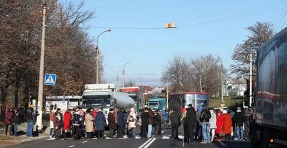 Терпець урвався: жителі Сміли блокували рух транспорту (ВІДЕО)