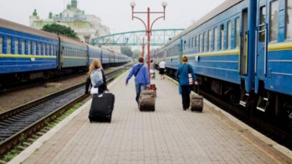 На Великодні та травневі свята Черкащиною курсуватиме більше потягів