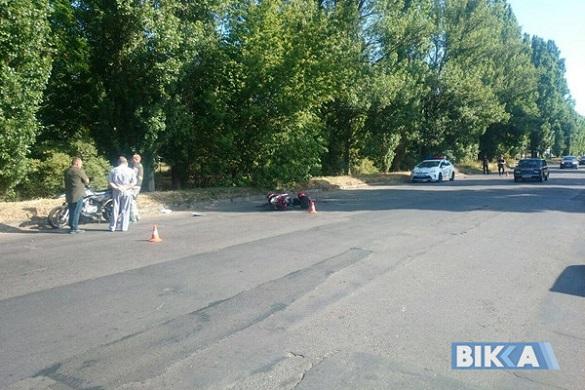 Через яму на дорозі в Черкасах скутерист потрапив до лікарні (ФОТО)
