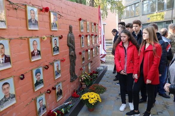 У Черкасах відкрили стелу пам'яті загиблих в російсько-українській війні (ФОТО)