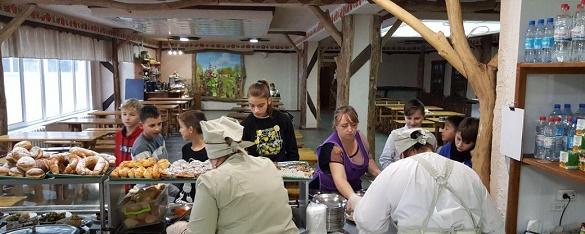 У гімназії на Черкащині готують за рецептами відомого шеф-кухаря (ВІДЕО)