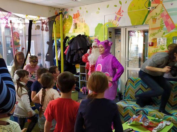 Челлендж з подарунками: на Золотоніщині молоді дівчата об'єднали підприємців, щоб привітати дітей зі святами