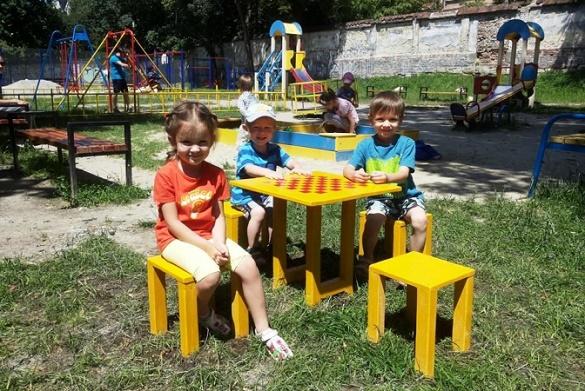 Батьки одного з дитячих садочків у Черкасах просять відремонтувати ігровий майданчик