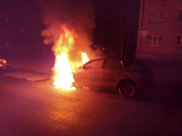Вночі депутату Черкаської міськради спалили машину (ФОТО)