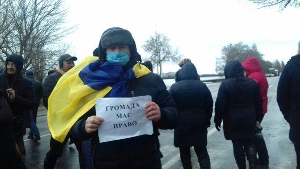 Перекрили трасу: на Черкащині жителі протестують проти приєднання до Золотоноші (ФОТО)