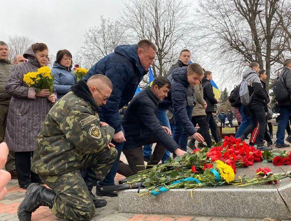 У Черкасах вшанували бійців, які загинули під Дебальцевим