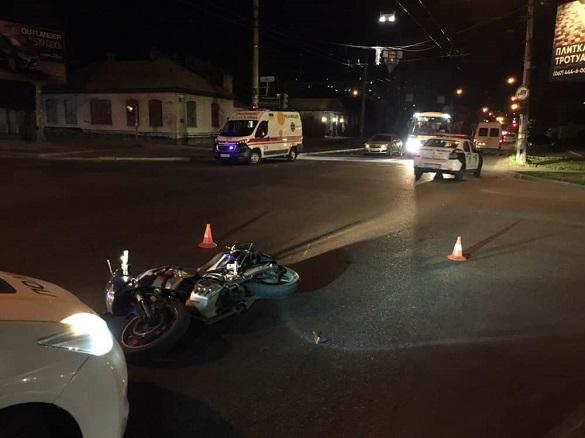На перехресті у Черкасах автомобіль зіштовхнувся з мотоциклом (ФОТО)