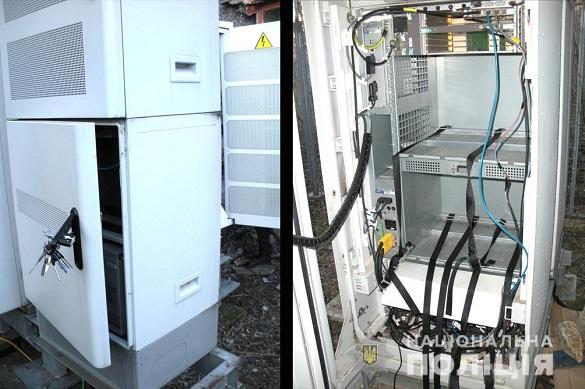 Зловмисники на Черкащині викрадали акумуляторні батареї з підстанцій операторів мобільного зв'язку (ВІДЕО)