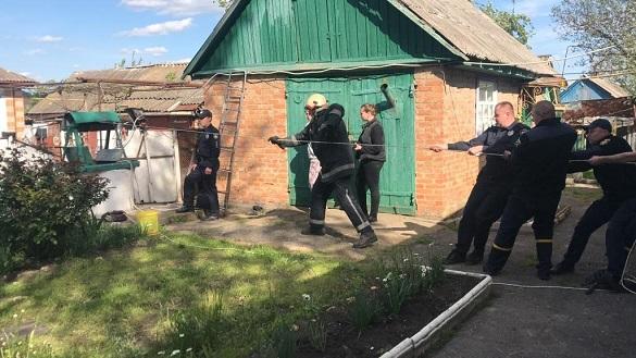Чоловіка на Черкащині рятували з 20-метрової криниці (ВІДЕО)