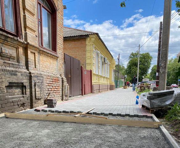 У центрі Черкас розпочали ремонтувати тротуар (ФОТО)