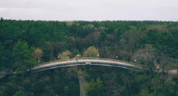 За фактом падіння чоловіка з Мосту кохання у Черкасах відкрили кримінальне провадження