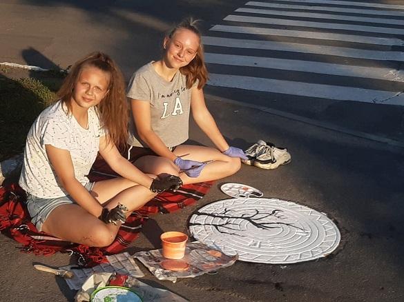 У Золотоноші креативно розмалювали каналізаційні люки (ФОТО)