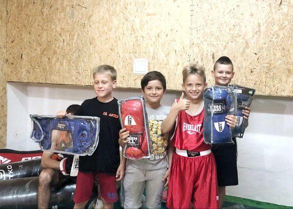 У спортивні зали п'яти міст Черкащини передали нове спортивне обладнання та інвентар