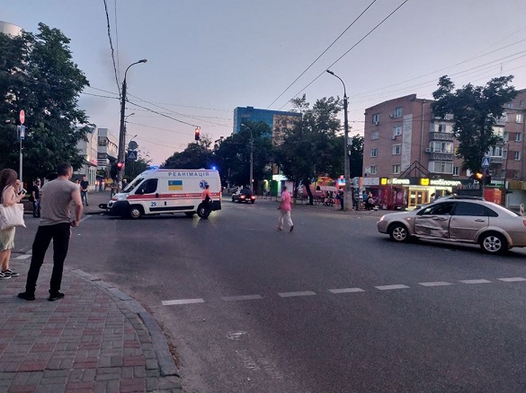 У Черкасах сталася ДТП за участю автомобіля й мотоцикла (ФОТО)