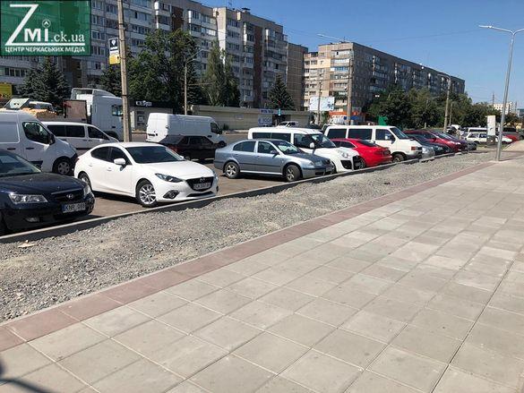 Під час ремонту вулиці Сумгаїтської крадуть плитку, а