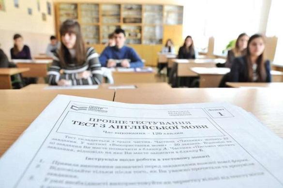Через телефони двох абітурієнтів на Черкащині відсторонили від ЗНО