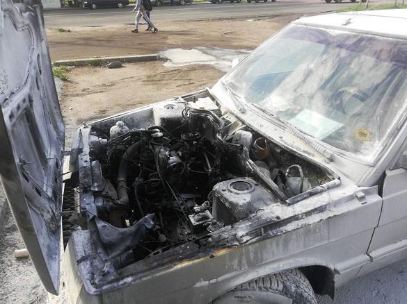 Автомобіль загорівся у Черкасах (ФОТО)