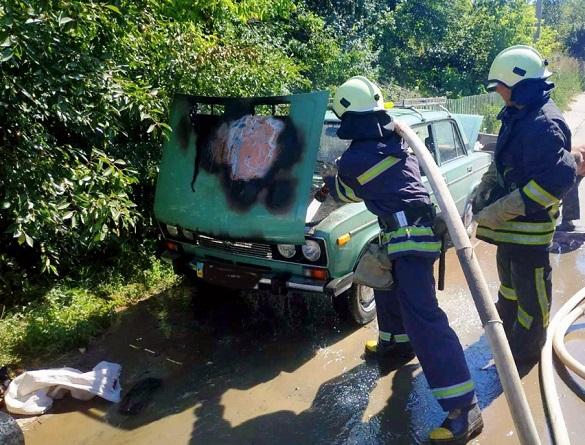 Автівка загорілася під час руху на Черкащині