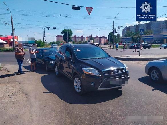 ДТП сталася на перехресті у Черкасах (ФОТО)