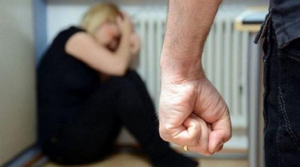 На очах у сусідів черкащанин забив ногами до смерті свою дружину (ВІДЕО)