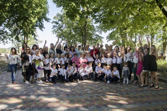 Черкаські школярі у новому форматі відсвяткували початок навчального року (ФОТО)
