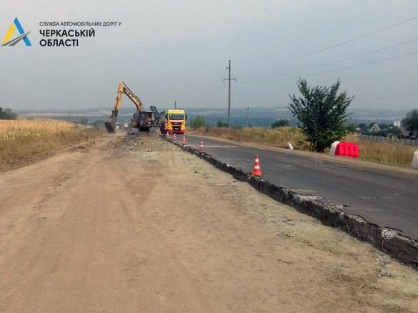 Ділянку дороги на обході Канева почали ремонтувати (ФОТО)