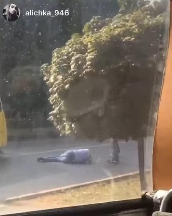 Перебігав дорогу: в Черкасах маршрутка збила чоловіка (ФОТО)