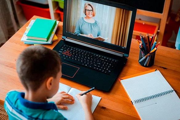 Уряд хоче узаконити дистанційне навчання: чи готові до нього черкаські школи?