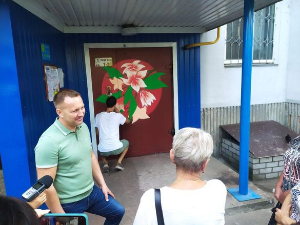 Віталій Ільченкоговорив і про комунальні тарифи, і про вивезення сміття, а почалося усе з