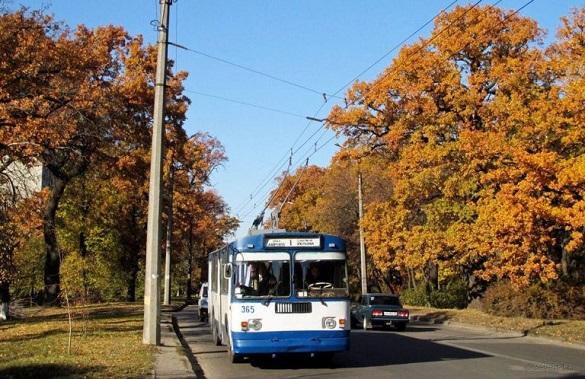 Від сьогодні в Черкасах почав курсувати шкільний тролейбус (ГРАФІК)
