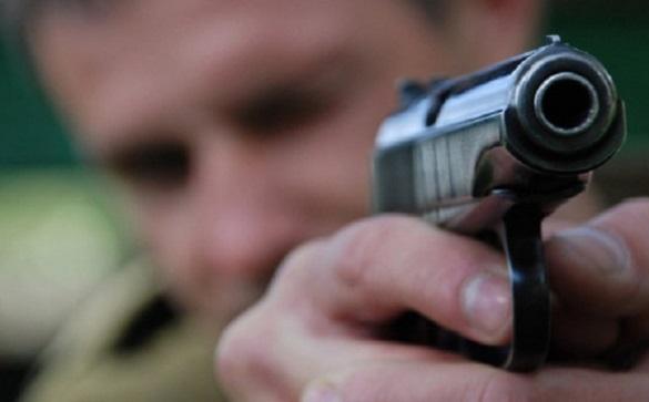 Біля одного з ТРЦ у Черкасах невідомий стріляв у чоловіка