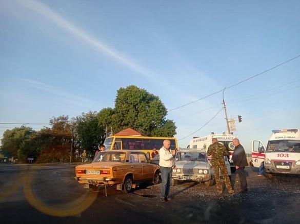 Біля Черкас зіштовхнулися три автомобілі: є постраждалий (ФОТО)