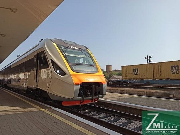 У Черкасах запустили новий дизельний потяг (ФОТО, ВІДЕО)