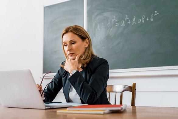 Через дистанційне навчання вчителі зможуть не оцінювати учнів з деяких предметів