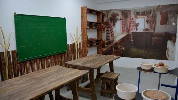 Стилізована піч та сертифікована глина: на Черкащині запрацює гончарна майстерня (ФОТО)