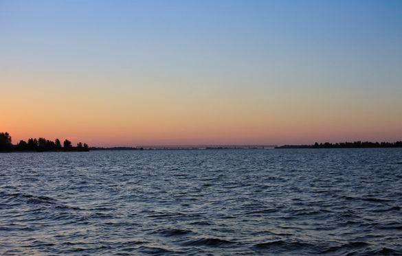 Черкаський Дніпро забруднений побутовими відходами та промисловими стоками