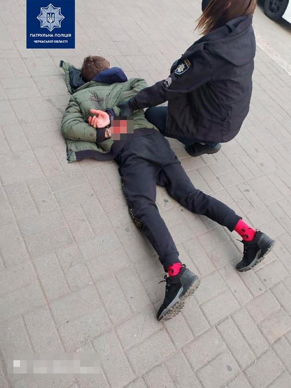 У Черкасах бійка між двома чоловіками закінчилася ножовим пораненням