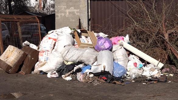 Чому черкаські майданчики для сміття у незадовільному стані